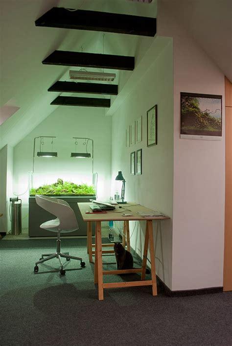 bureau aquarium appartement contemporain sous les combles bureau avec un