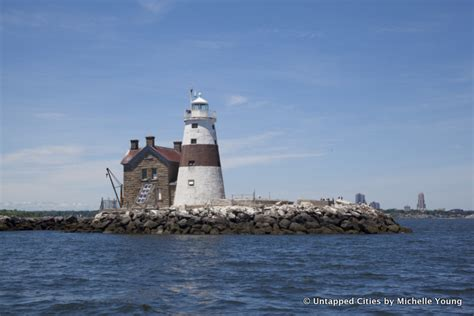 Lighthouse Boat Tours Nyc by Explore Execution Rocks Lighthouse On An Untapped Cities