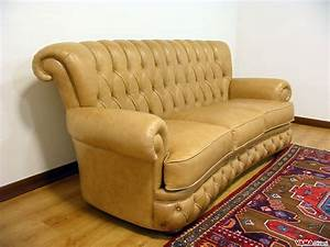 Sofa Chesterfield Style : buttoned leather sofa in the chesterfield style ~ Cokemachineaccidents.com Haus und Dekorationen