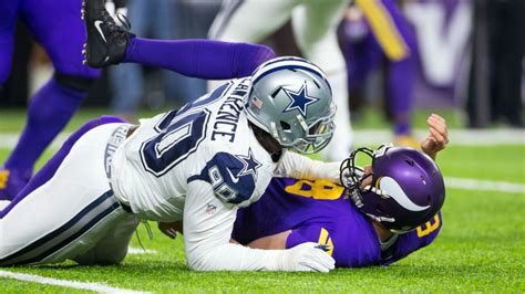 demarcus lawrence signs franchise tender  cowboys