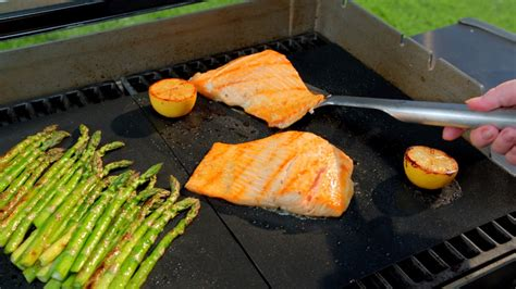 miracle grill mat giveaway win two miracle grill mats mamas on a dime