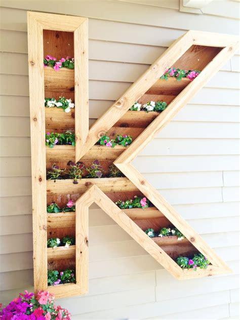 fiori di legno fai da te lettera in legno decorata con i fiori 14 esempi tutorial