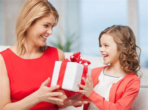 Kitchen Tea Present Ideas - top 10 gifts you can give your mom on her birthday