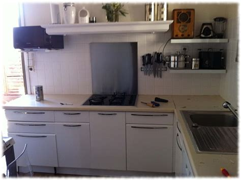 cuisine repeinte en blanc cuisine en mélaminé repeinte avec eléonore déco eléonore