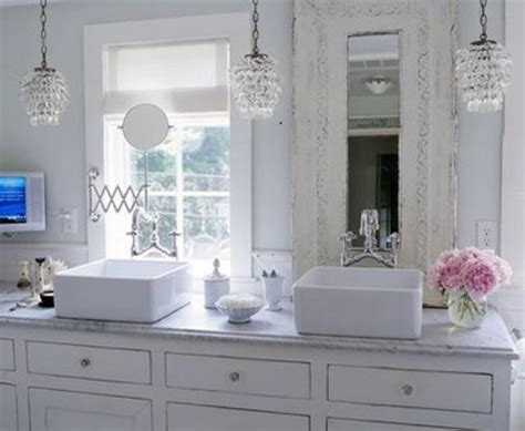 Baños Elegantes, Decoración Con Lámparas De Araña Y