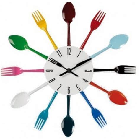 horloge de cuisine originale avec fourchettes et cuillère
