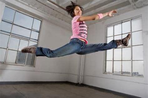 lying hip flexor stretch woman