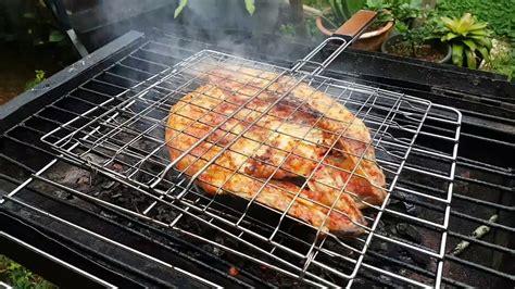 Saat ini ada dua cara membuat ayam bakar kecap yang dapat anda pratekkan di rumah. tutorial cara membuat ikan bakar kerapu Ikan Bakar Kerapu Macan Bakar Bumbu Pedas - YouTube