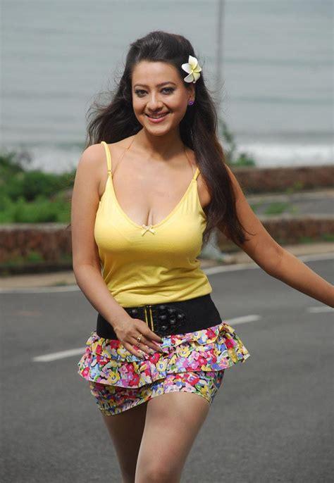 telugu lyrics hot madalasa sharma cleavage from alasyam amrutham telugu sexy