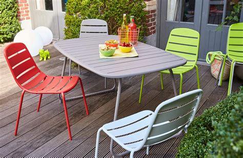 table et chaise de jardin carrefour carrefour la collection mobilier de jardin printemps été
