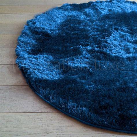 tapis sur mesure rond bleu  longues meches par