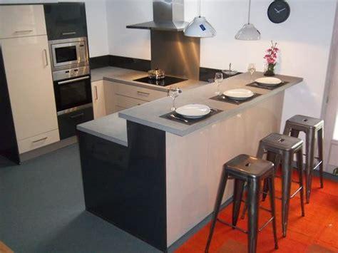 voici la plus des cuisines en expo tabourets de bar en metal de chez tolix meubles laqu 233 s