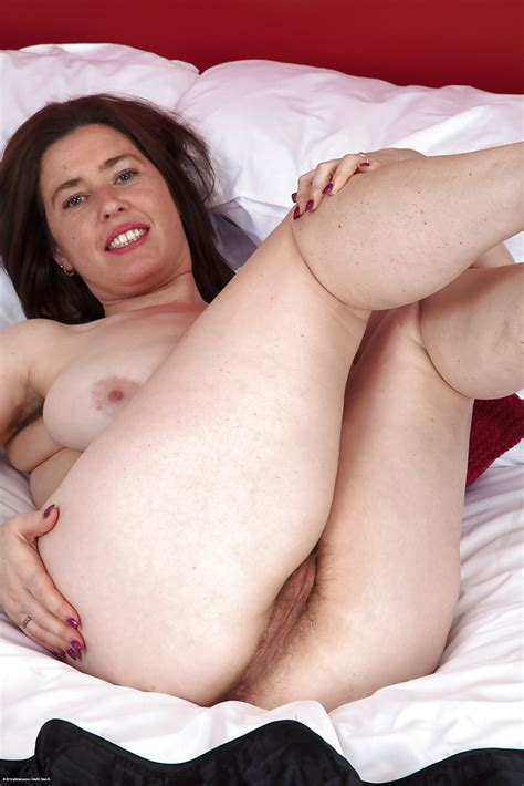 Pale Mature Milf Janey Having Fun With Her Super Hairy