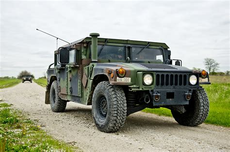 army humvee us army humvee driver driven to work photo gallery autoblog