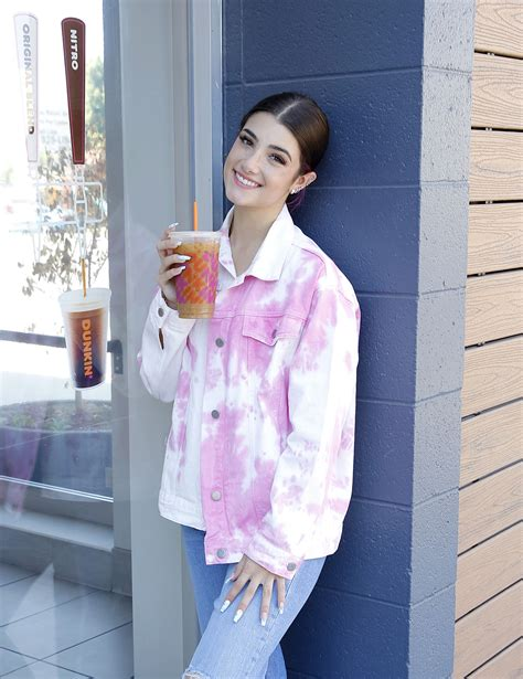 It became our morning routine, she says, adding. Usa Dunkin Donuts Drinks Menu : Get Up And Glow With New Dunkin Refreshers Dunkin / Versüße dir ...