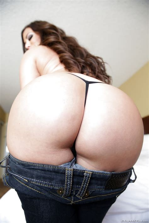 Hot Latina Alexa Pierce With Big Booty Strips Jeans To