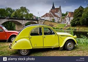 2 Chevaux Citroen : traditional french citroen deux chevaux 2cv cars at angles sur stock photo royalty free image ~ Medecine-chirurgie-esthetiques.com Avis de Voitures
