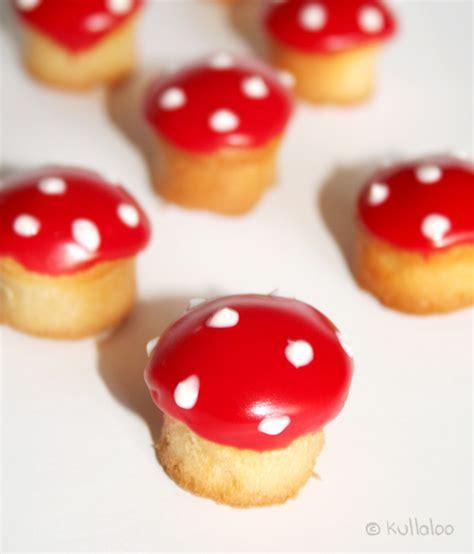 muffins dekorieren mini muffins als fliegenpilze dekorieren kullaloo