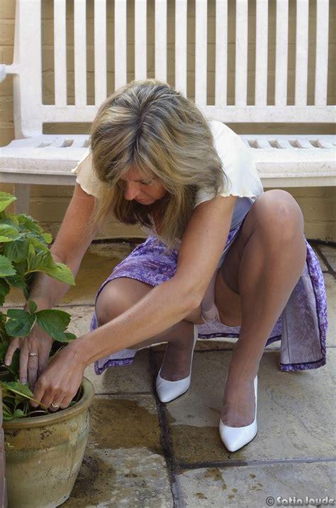 Hot Blonde Mature Mom Satin Jayde Flashes Sexy Upskirt