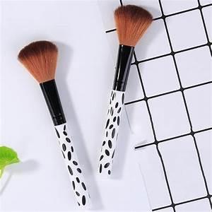 Single Black And White Spots Handle Powder Blush Brush