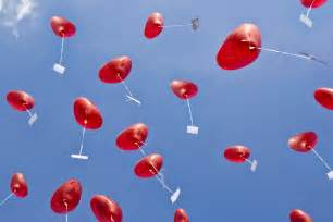 hochzeits ideen hochzeitsgeschenk herzluftballons mit hochzeitsgrüßen