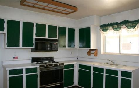Painting Kitchen Cabinets Two Colors   ugly kitchen
