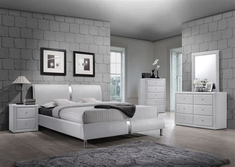 4 Pc White Enzo Collection Queen Size Platform Bedroom Set