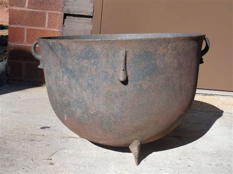 antique large cast iron kettle cauldron garden pot fire pit   halloween pinterest