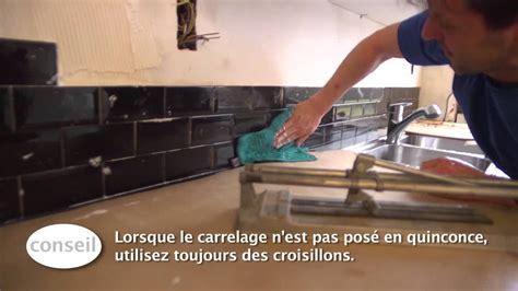 plaque de protection murale cuisine carreler un dosseret de cuisine vidéo bricolage gamma