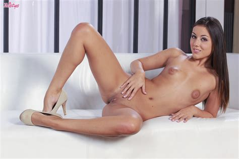 Iwia Plays Around With Her Nipples And Fingers Her Pussy