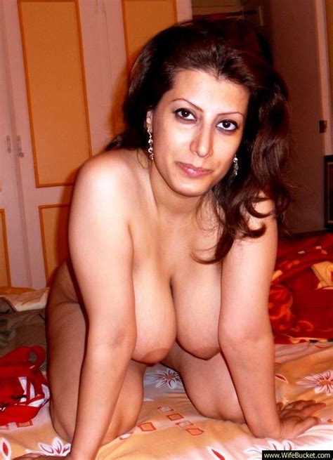 Wifebucket Naked Pics From A Chubby Turkish Wife
