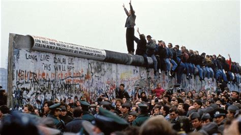 Wall Berlin by Berlin S Mayor To Mr President Don T Build This