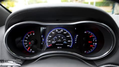jeep grand cherokee dashboard 2014 jeep grand cherokee srt review autoevolution