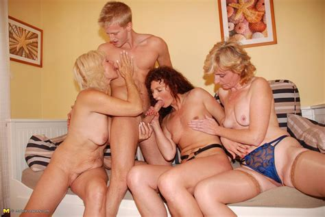 one guy who loves to fuck three mature sluts pichunter