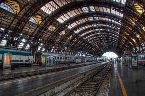 milano stazione centrale ferrovie milan train station