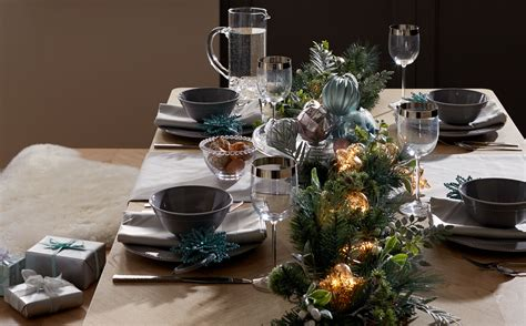 How To Set The Dining Table For Christmas