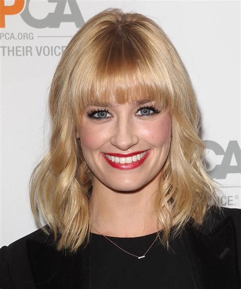 beth behrs casual medium wavy hairstyle light honey