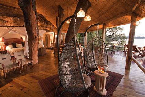 Beautiful Brazilian House Built Up And Around A Tree : 21 Amazing Treehouse Accommodations