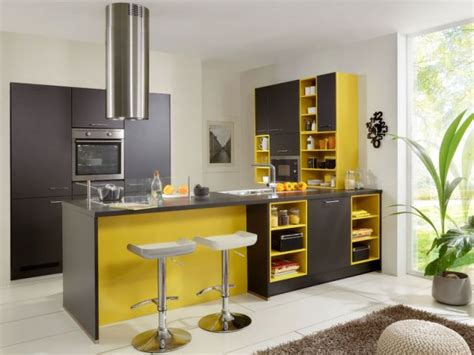 couleur dans une cuisine des idées pour mettre une touche de couleur dans sa
