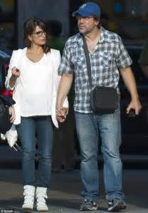 Penelope Cruz ops for casual maternity chic in white top ...