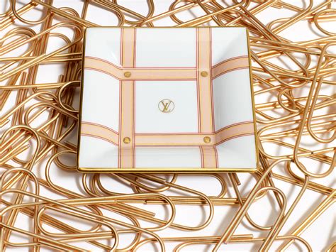 louis vuitton builds  logo love  gift collection