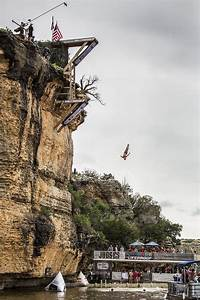 See Red Bull World Series cliff divers hit the water at ...