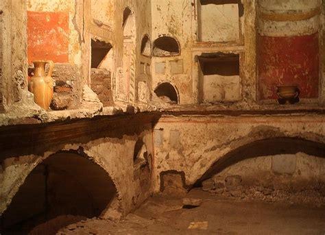images scavi tour rome   Interior of Mausoleum E with