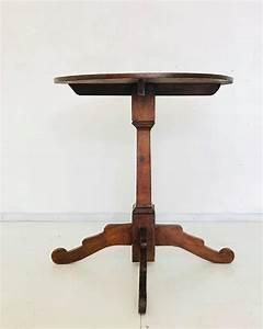 Kleiner Runder Tisch : antiker kleiner runder tisch aus holz 1900er bei pamono kaufen ~ Watch28wear.com Haus und Dekorationen