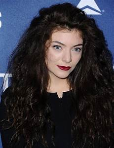 Lorde Long Curls - Lorde Looks - StyleBistro