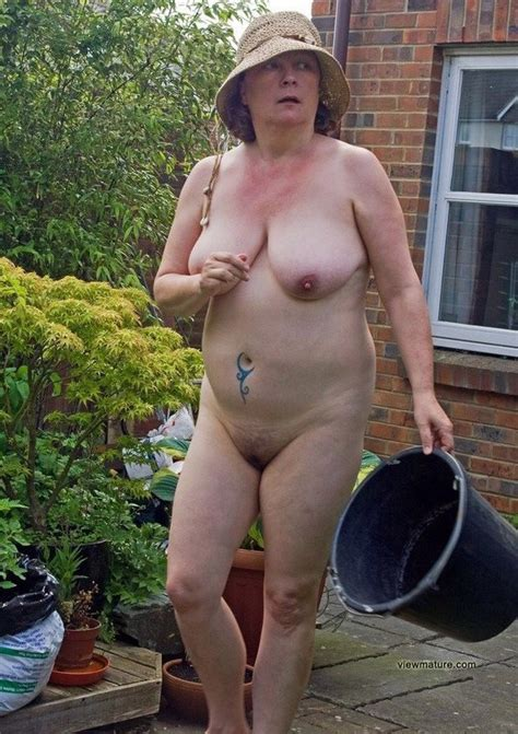 Amateur Porn This Old Uk Housewife Naked