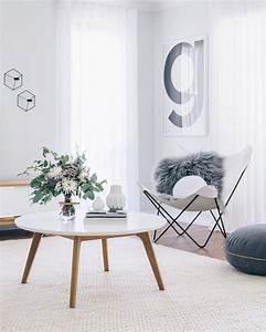 1001 photos et conseils d39amenagement d39un salon scandinave With tapis champ de fleurs avec canape type industriel