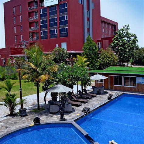 travelingyukcom hotel  jogja  kolam renang anak