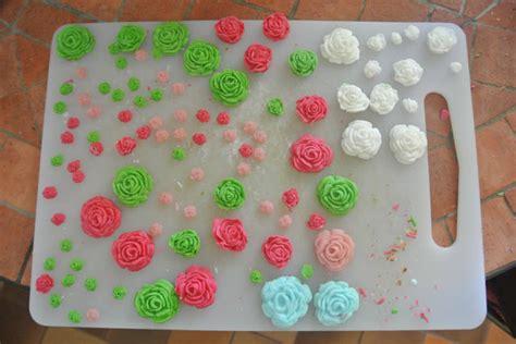 glacage pate a sucre recette robe de poup 233 e gla 231 age sucr 233 et fleurs en p 226 te 224 sucre le de la m 232 re