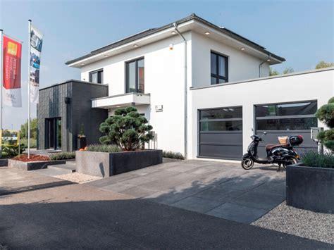 Moderne Häuser Leipzig by Modernes Fertighaus Okal Musterhaus Schkeuditz
